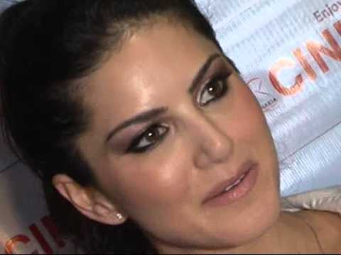 SUNNY LEONE PROMOTES MOVIE JISM 2 AT INFNITY MALL MALAD PART 2