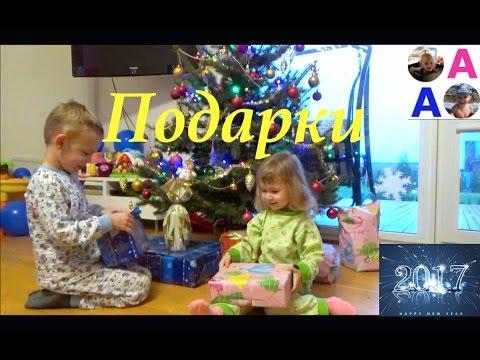Диана и рома открывают новогодние подарки 45