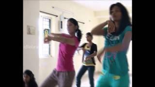 Nisha Kothari Dance Rehearsals of Santosham awards - idlebrain.com