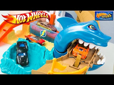 Hot Wheels Color Shifters Sharkport Showdown Trackset & Color Changing Car Toys