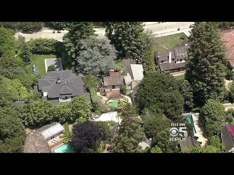 After Buying Neighbors' Homes, Facebook CEO To Tear Them Down