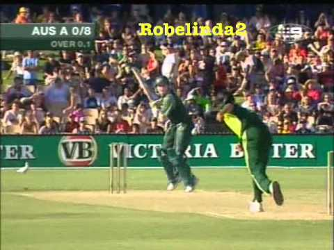 *WTF?* SHOAIB AKHTAR SCARES THE SHIT OUT OF BRAD HADDIN....BATTING FAIL...