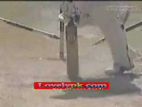 Shoaib Akhtar Yorker To Ahsley Giles - Amazing