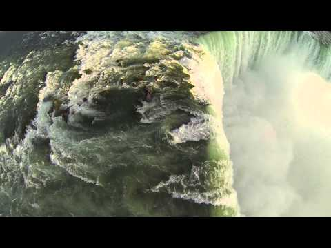 Les chutes du Niagara filmées par un drone (Vidéo)