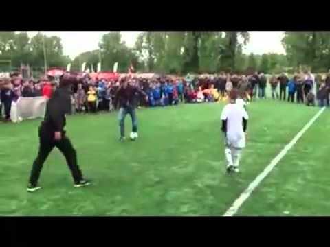 Дети против профессиональных футболистов
