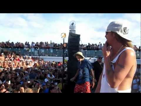 "Kid Rock, Paradime and Yelawolf ""Fight For Your Right"" Live"
