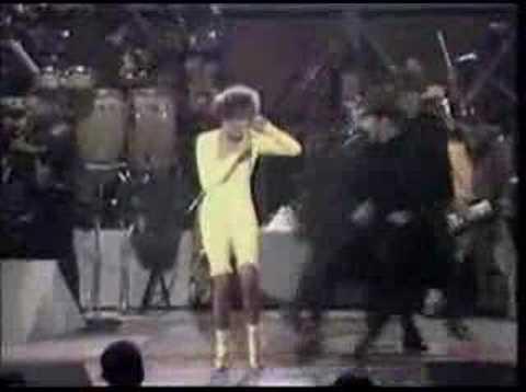 Whitney Houston - I Wanna Dance With Somebody (live)