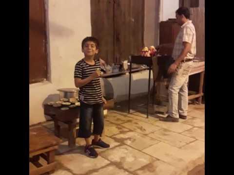 حافظ خوانی آریا کودک ایرانی در قهوه خانه