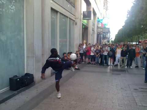 Street Soccer , Freestyle, Football Skills, Paris France video