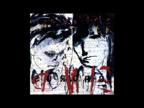 Indigo Girls - Girl With The Weight Of The World In Her Hands