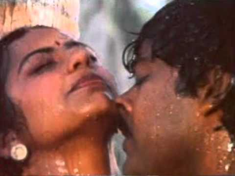 suhasini hot spicy rare navel show and hot kissing
