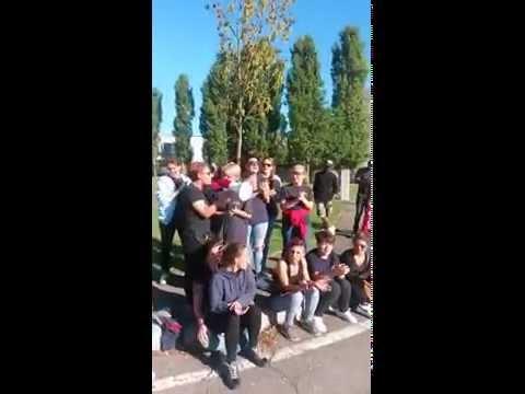 22/08/2016 Canti di lotta davanti ai cancelli magazzino H&M!