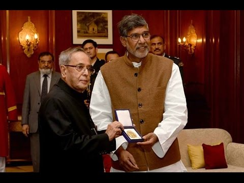 SlideshowShri Kailash Satyarthi,Nobel LaureateCalls-on theRastrapathyJi-Edweepnews(iNDiA)
