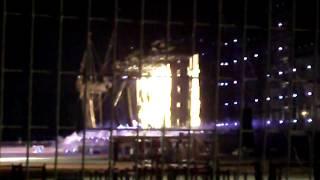 Modena Park - prova luci di notte e fumogeni. Fan in attesa!!!