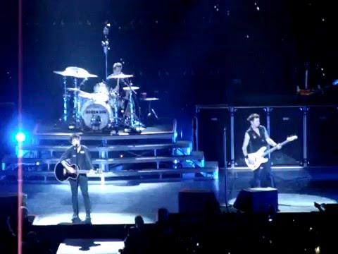 Green Day - 21 Guns (live @ Ericsson Globe, Stockholm, SWEDEN 11.10.2009)