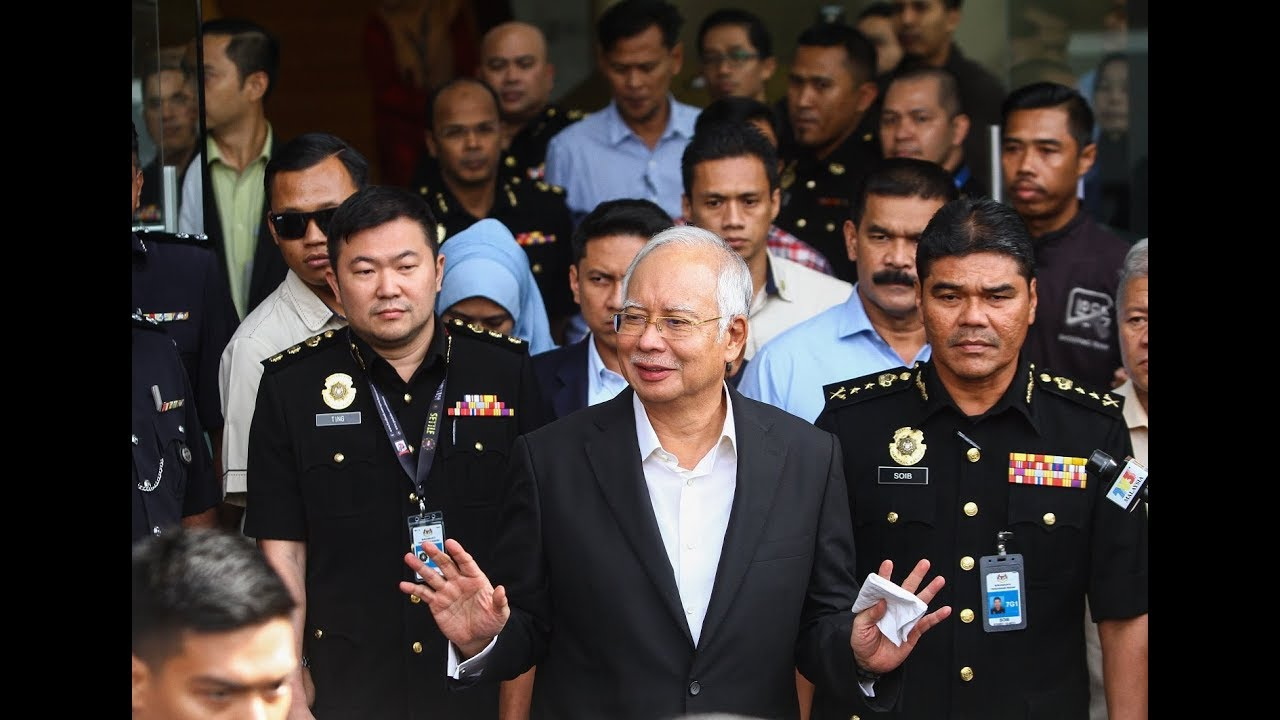 Najib exits MACC building after second day of questioning