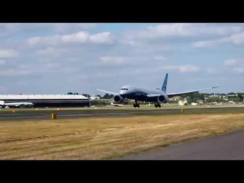 2014 Farnborough International Airshow - Boeing B787-9 Dreamliner Short Landing