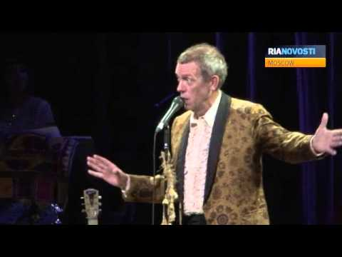 Vintage Style Show from Hugh Laurie: Jokes, Songs and Piano Music in the Kremlin