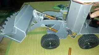 Tự chế Hệ thống bánh lái của máy xúc lật điều khiển
