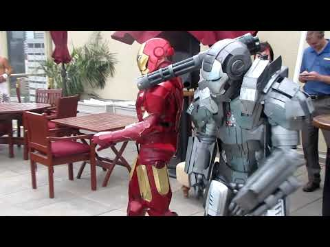 Master Le cosplay: Iron man and War Machine Dance off