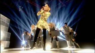 Клип Gwen Stefani - Wind It Up (live)