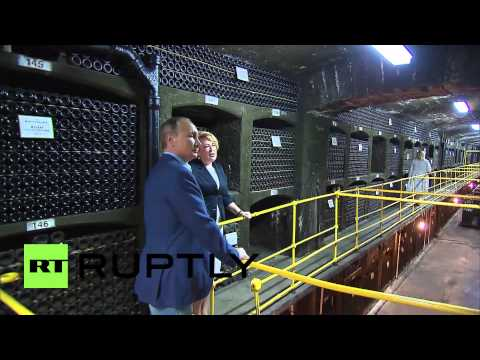 Russia: Putin & Berlusconi visit Crimea's Massandra Palace wine collection