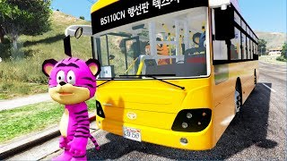 Cartoon Tiger drive a bus and pick up customer in City - Kzone