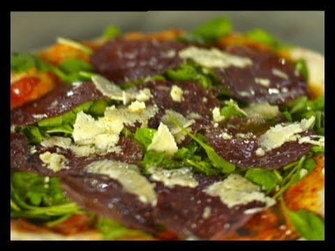 La vera pizza - Pizza de rúcula, bresaola y grana padano - Pescado al horno
