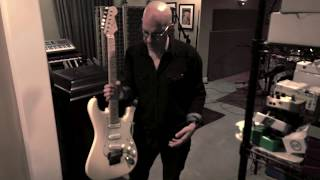 Truetone Lounge Extra - When Jeff Beck signed Kenny Greenberg's Strat.