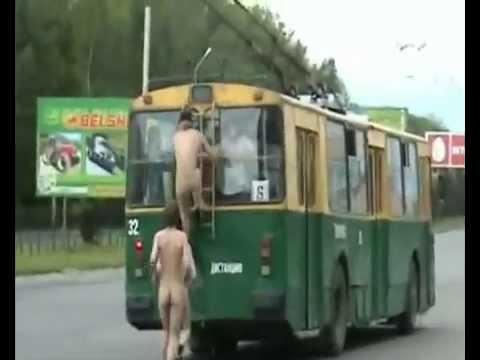 голая в троллейбусе фото