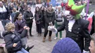 Eddie de Clown en Frank doen gangnam style Halloween Fright Nights oktober 2012  Walibi Holland