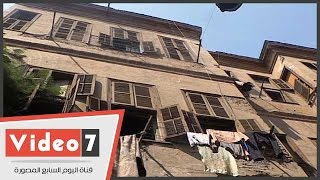 بالفيديو.. شاهد أقدم بيوت شارع قصر الشوق وسراديب الهروب من غارات الحرب