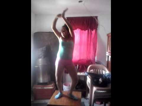 Ella baila regeton