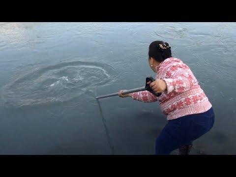 Chưa bao giờ thấy cách bắt cá sướng như thế này...