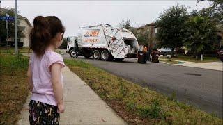 Harper had a Little Lizard | Nature Walk | Big Garbage Truck