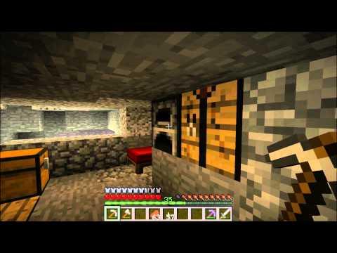 Minecratf mining diamond