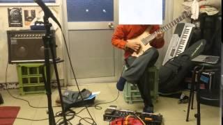 軽音部室でSEKUフォビア氏のSkyphobiaを練習フォビア