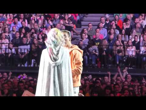 Katy Perry speaking Dutch (Antwerp, Belgium)