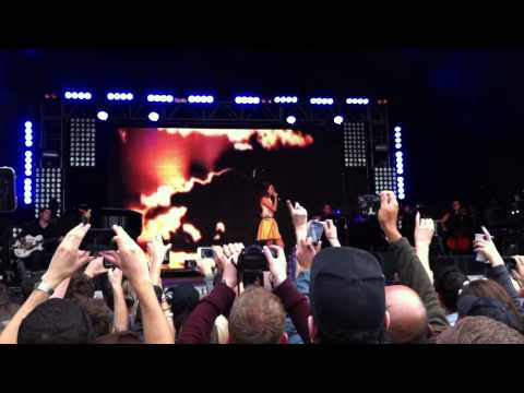 Lana Del Rey - Born to Die - live at Lovebox Festival, Victoria Park, London 17.06.2012 (cut)