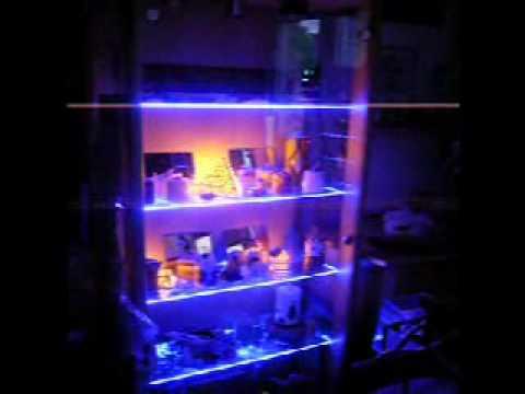 led beleuchtung in vitrine youtube. Black Bedroom Furniture Sets. Home Design Ideas