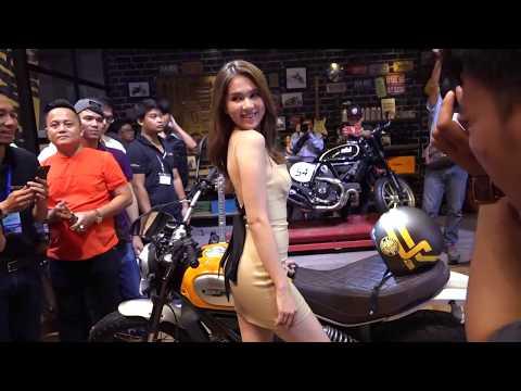 Ngọc Trinh giao lưu cùng Vua Lười ở gian hàng Ducati tại triển lãm môtô, xe máy Việt Nam 2017