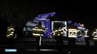 A28 dicht: weg vol voederbieten na ongeluk met trucks - RTL NIEUWS