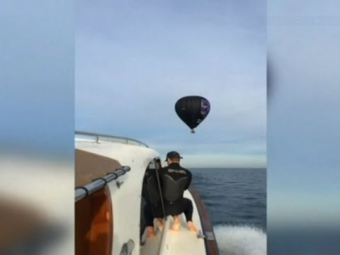 Raw: Hot Air Balloon Rescue in Australia