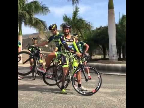 Peter Sagan does a full two-circle wheelie