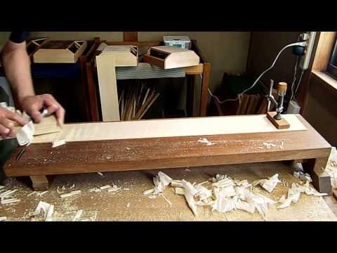 初代・金井鉋でメープル材を削る