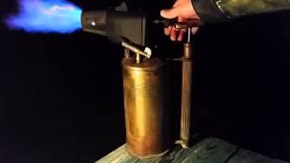 Starting a Sievert 269 Blowlamp with Quickstart