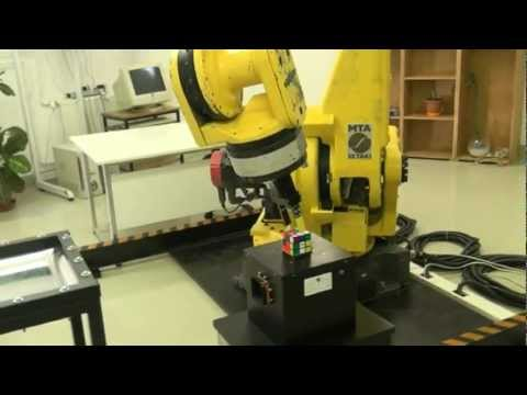 Industrial Robot turns Rubik's Cube