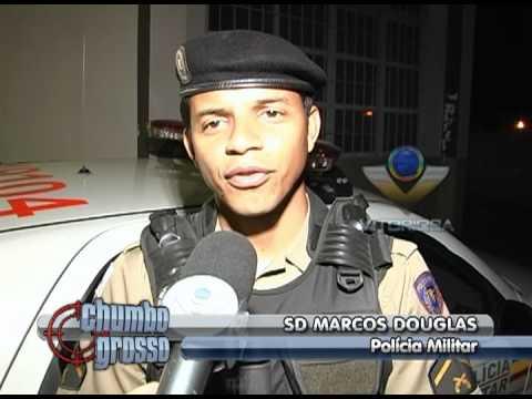 Homem é preso por perseguir e atirar no carro de um policial