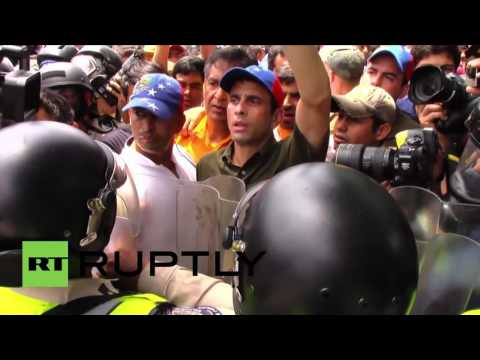 Venezuela: Clashes between opposition protesters and police in Caracas