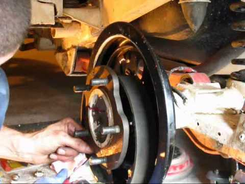 changement roulement de roue arri re jimny partie 2 how to change rear wheel bearing jimny. Black Bedroom Furniture Sets. Home Design Ideas